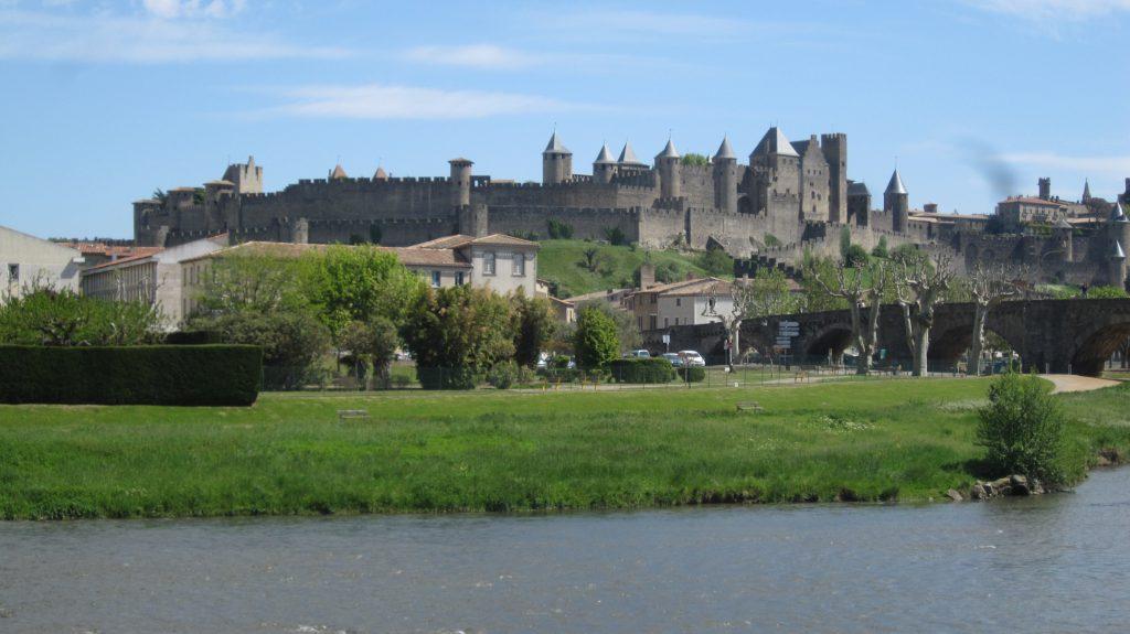 Carcassonne set fra den anden side af floden