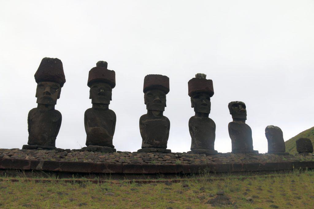 De første statuer - ved Anakena