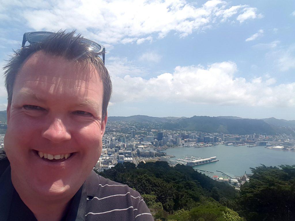 Jakob på toppen af Wellington