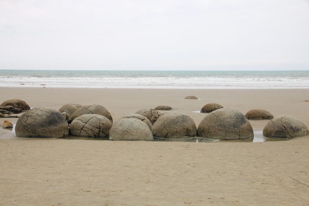Runde sten på stranden